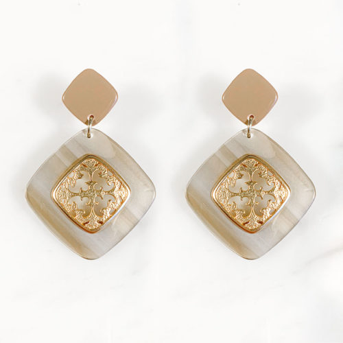 Fourth-Dimension-Ohrring-Gold-Silber-Schmuck-Muenchen-beige-meliert-schildpatt-raute-ornament